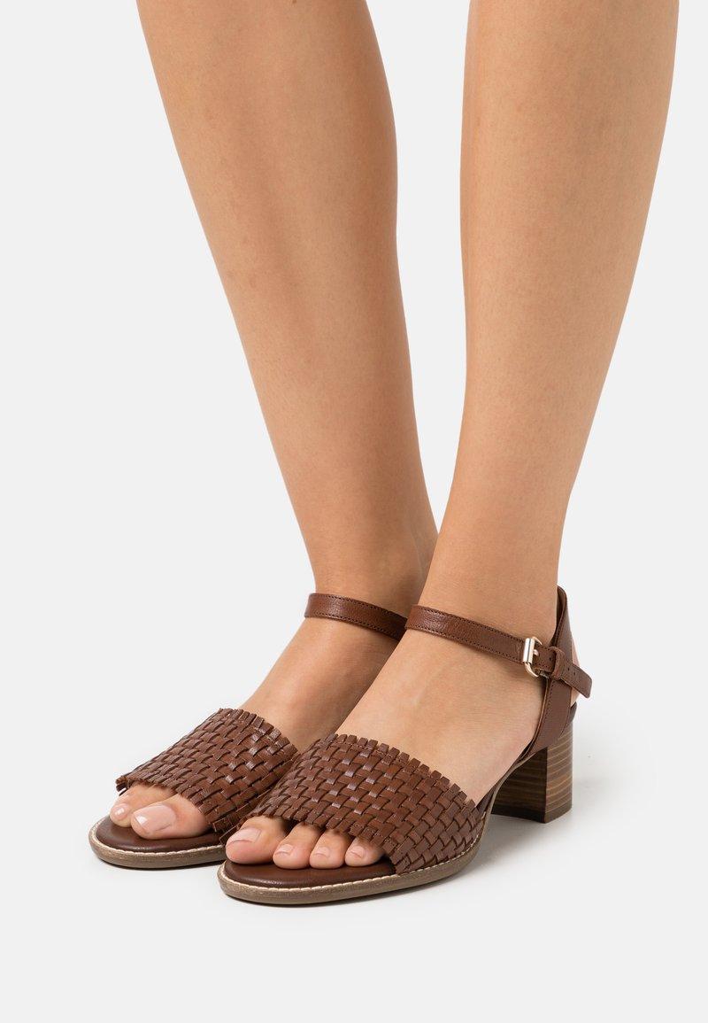 Geox - SOZY MID  - Sandals - brown