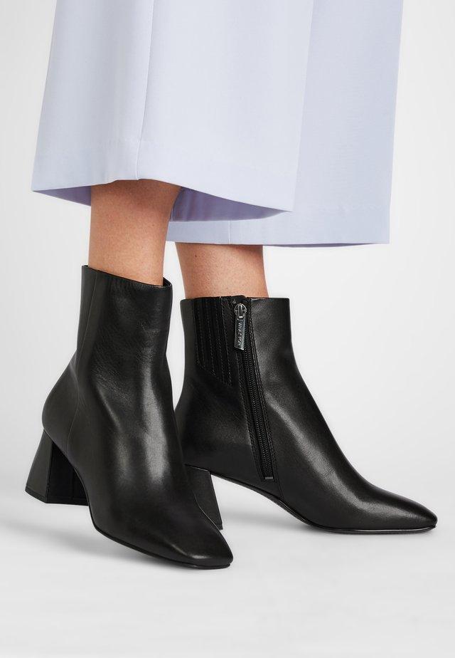 GISELLE - Korte laarzen - schwarz