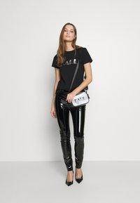 KARL LAGERFELD - 54 LOGO  - Print T-shirt - black - 1