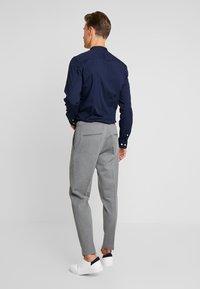 CELIO - POABY - Pantalon classique - gris clair - 2