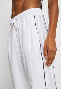 adidas Performance - AEROREADY SPORTS BASKETBALL PANTS - Pantalones deportivos - white - 6
