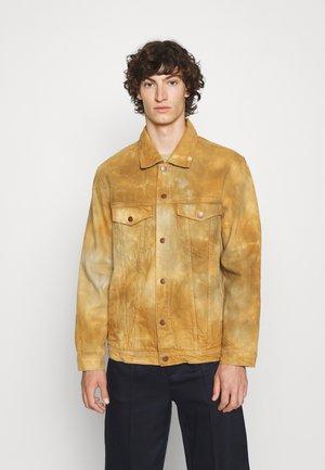TRUCKER JACKET - Denim jacket - brown/grey