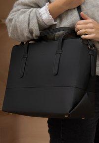 Violet Hamden - HAMDEN  - Handbag - schwarz - 2