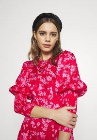 Never Fully Dressed - MINI DELORES DRESS - Kjole - pink - 3
