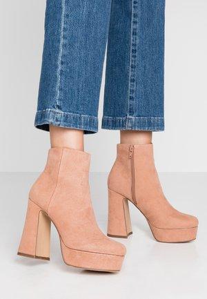 Kotníková obuv na vysokém podpatku - tan