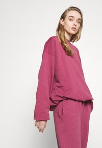 BDG Urban Outfitters - PANT - Joggebukse - raspberry - 3