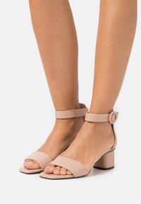 PARFOIS - Sandaalit nilkkaremmillä - nude - 0