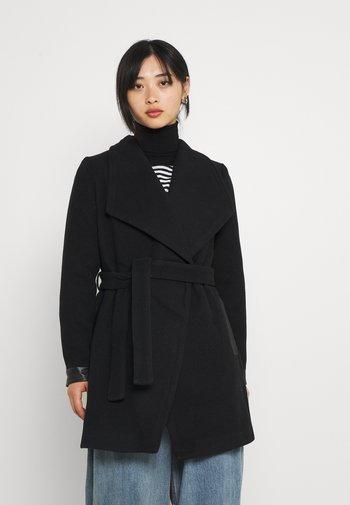 VMCALASISSEL - Klasyczny płaszcz - black
