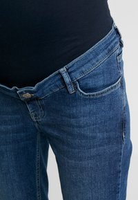 Esprit Maternity - PANTS - Jeansy Slim Fit - medium wash - 4