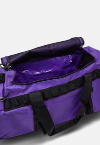 The North Face - BASE CAMP DUFFEL M UNISEX - Sac de sport - purple/black - 3
