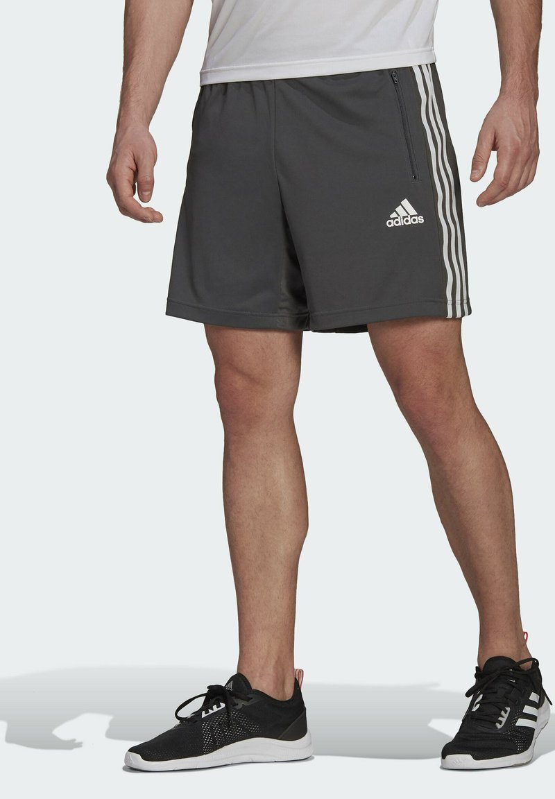 adidas Performance - PRIMEBLUE DESIGNED TO MOVE SPORT 3-STRIPES SHORTS - Krótkie spodenki sportowe - grey