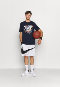 Outerstuff - SPACE JAM 2 WELCOME TO THE JAM TEE - Print T-shirt - navy - 1
