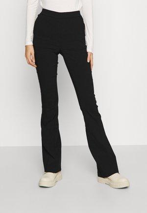 VMKAMMAKOMET PANT - Bukse - black