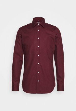 MODERN KENT X SLIM - Formal shirt - bordeaux