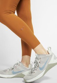 Nike Performance - ONE LUXE - Tights - burnt sienna - 3