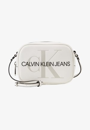 SCULPTED MONOGRAM CAMERA BAG - Bandolera - white