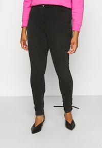 Pieces Curve - PCHIGHFIVE FLEX - Jeans Tapered Fit - dark grey denim - 0