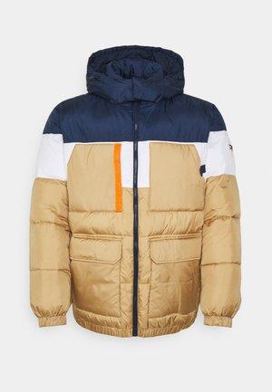 PLUS MULTI POCKET PUFFER - Winter jacket - classic khaki