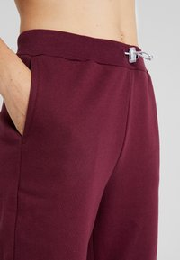 South Beach - REFLECTIVE TIE - Pantalones deportivos - burgundy - 3