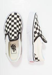 Vans - CLASSIC - Mocasines - black/white - 7