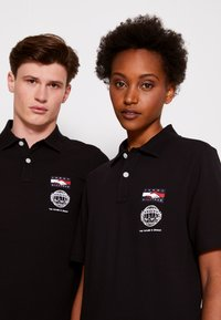 Tommy Hilfiger - ONE PLANET SMALL LOGO UNISEX - Polo shirt - black - 6