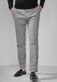 Next - Oblekové kalhoty - light grey - 0