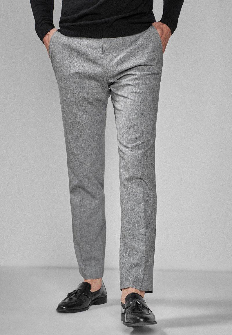 Next - Oblekové kalhoty - light grey