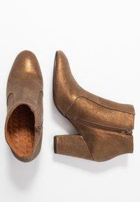Chie Mihara - EL HUBA  - Boots à talons - gloss bronce - 3