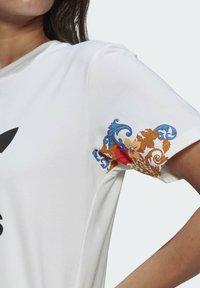 adidas Originals - T-SHIRT - Print T-shirt - white - 4