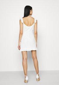 NA-KD - DETAIL DRESS - Cocktail dress / Party dress - white - 2