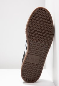 adidas Originals - SAMBAROSE - Baskets basses - core black/footwear white - 6
