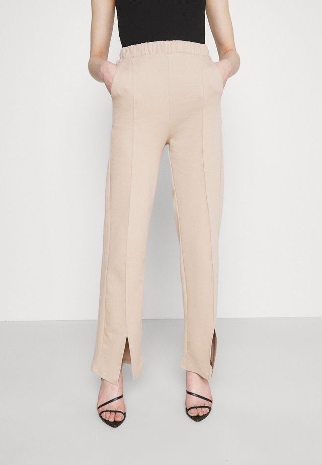 KLARA TROUSERS - Pantaloni - oxford tan