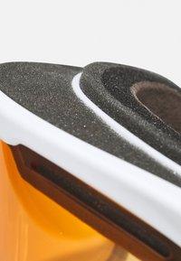 Oakley - FRAME PRO  - Occhiali da sci - persimmon/dark grey - 3