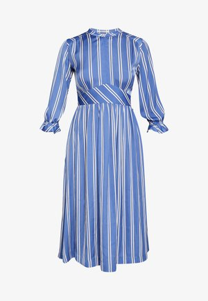MIDI LENGTH DRESS WITH FITTED WAIST - Freizeitkleid - light blue/white