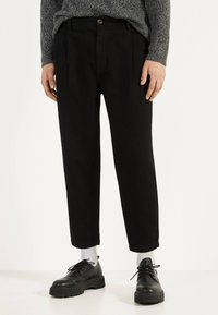 Bershka - BALLOON - Džíny Straight Fit - black - 0