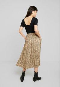 Soft Rebels - SRAVIAJA MIDI SKIRT - A-line skirt - warm sand - 2
