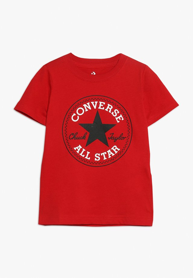CORE CHUCK PATCH TEE  - T-shirt imprimé - enamel red