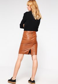 Vila - VIPEN NEW SKIRT - Spódnica ołówkowa  - oak brown