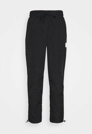AOKI TOGGLE CUFF PANT - Pantalon de survêtement - black