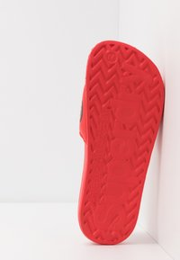 Superdry - CLASSIC POOL SLIDE - Mules - red - 4
