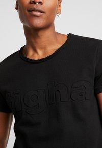 Tigha - MILO LOGO - Print T-shirt - black - 4
