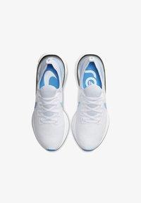 true white/white/platinum/blue