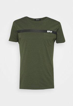 T-shirt med print - dark military