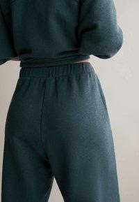 OYSHO - Pantalon de survêtement - dark blue - 3