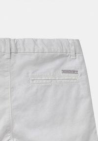 IKKS - BERMUDA - Shorts - blanc optique - 2