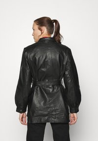 Selected Femme - SLFLILI LONG  - Leather jacket - black - 2