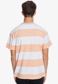 Quiksilver - Print T-shirt - apricot full charge - 2