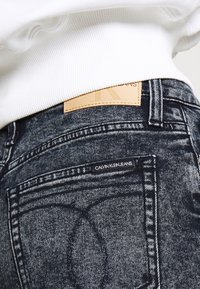 Calvin Klein Jeans - MOM - Relaxed fit jeans - blue black - 4