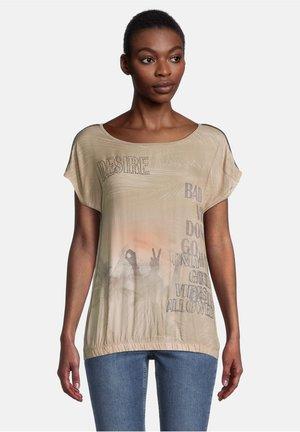 Print T-shirt - camel/cream