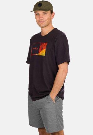 SWAMIS  - Print T-shirt - black